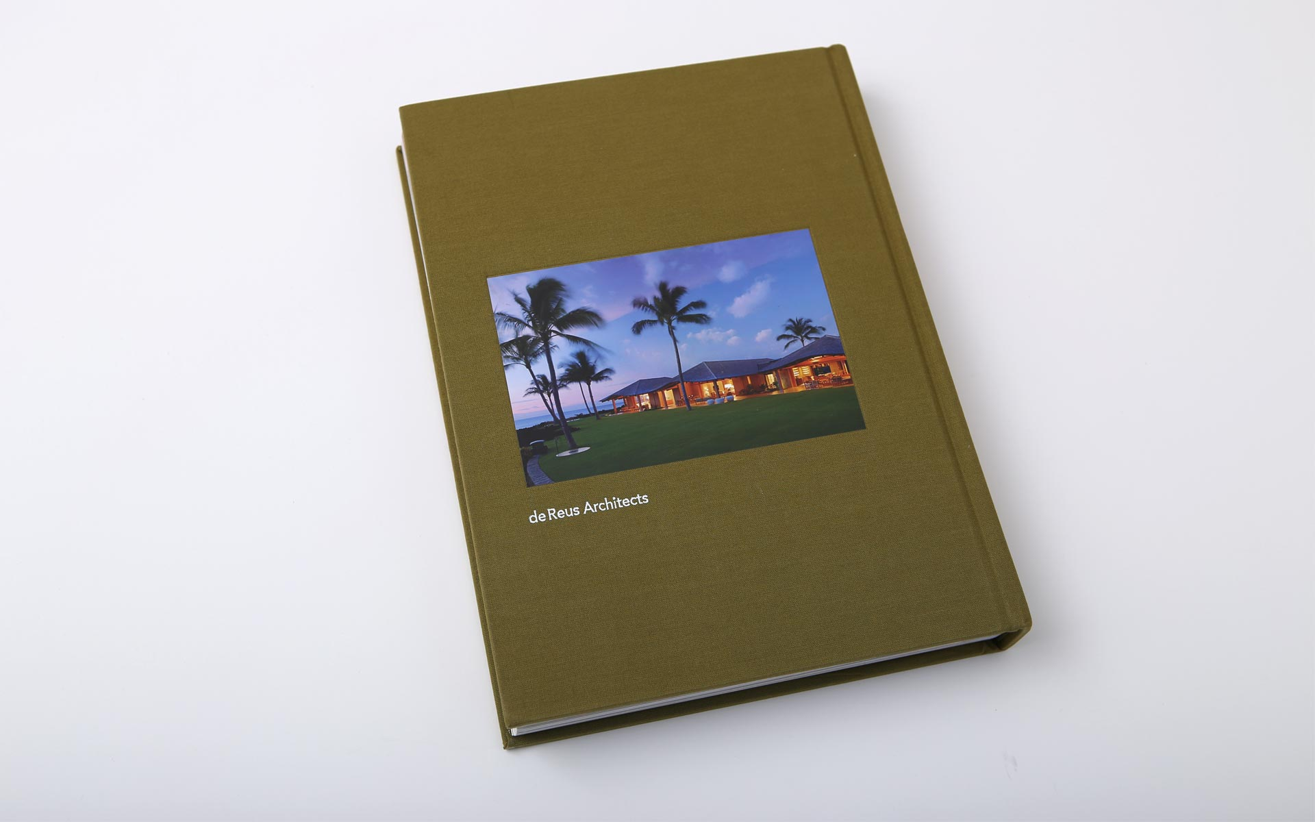 tropical-architecture-book-design-2